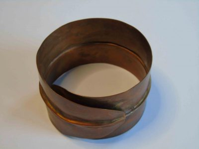 Overlapping bracelet from above