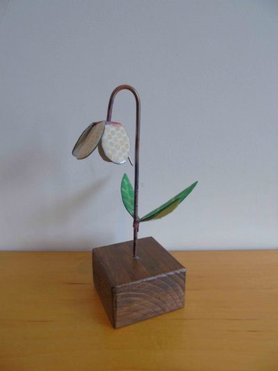 Side view of enamelled copper fritillaria
